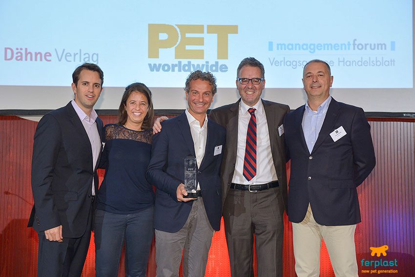 premiazioni per la pet personality of the year all'international pet conference di barcellona 2016
