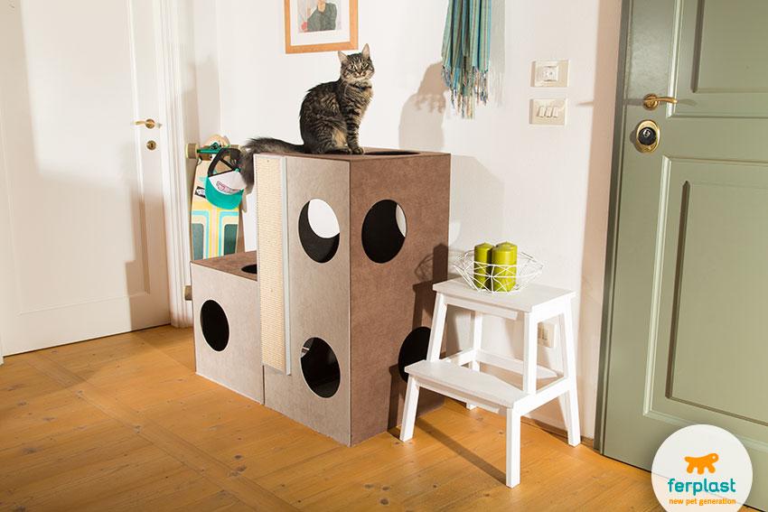 Домик для кошек. Деревянная конструкция с обивкой из водооталкивающей ткани