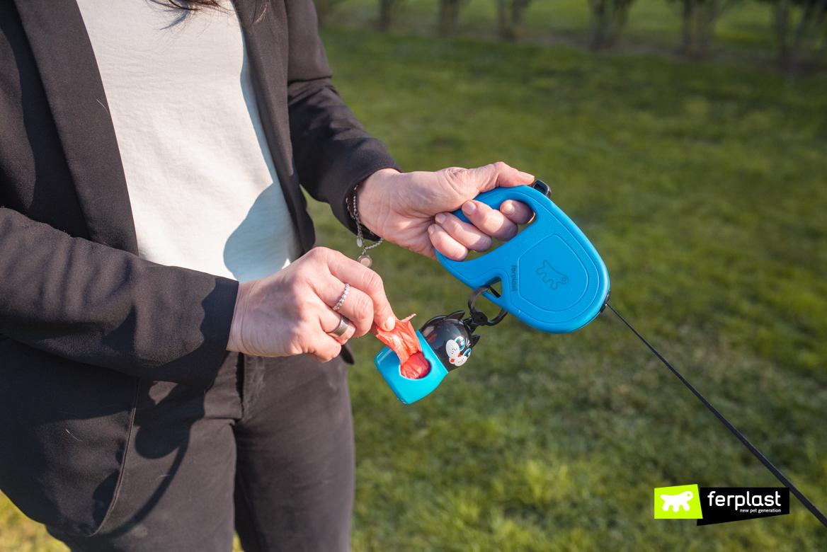Dettaglio guinzaglio retraibile Flippy One di Ferplast con portasacchetti