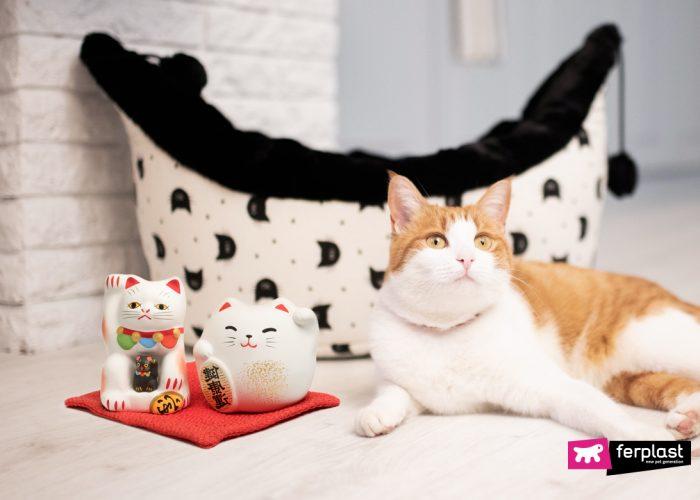 MANEKI NEKO, THE ORIGIN OF THE GREETING CAT-SHAPED LUCKY CHARM