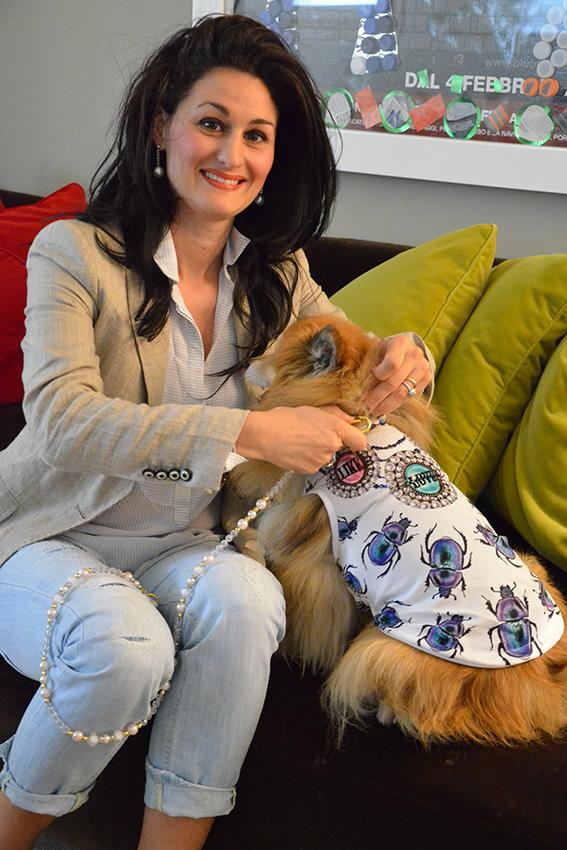 look-per-lei-e-per-fido-t-shirt-colorate-per-cani-ferplast-collare-gioiello-luxury