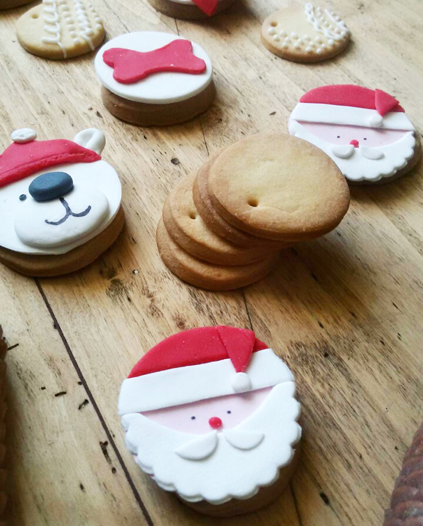 La ricetta dei biscotti per babbo natale ferplast blog - Decorazioni natalizie ...