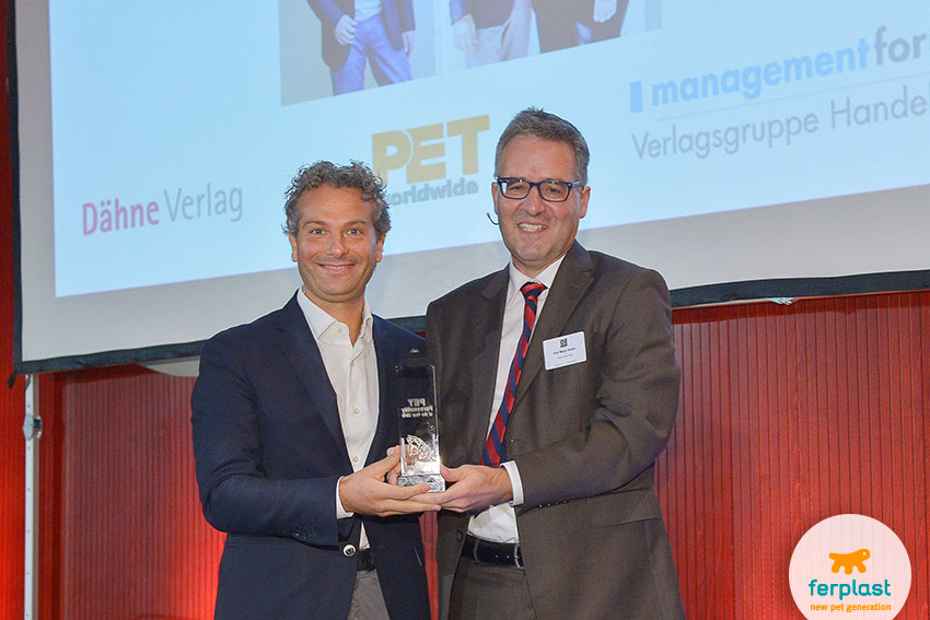 nicola vaccari di ferplast premiato come pet personality of the year