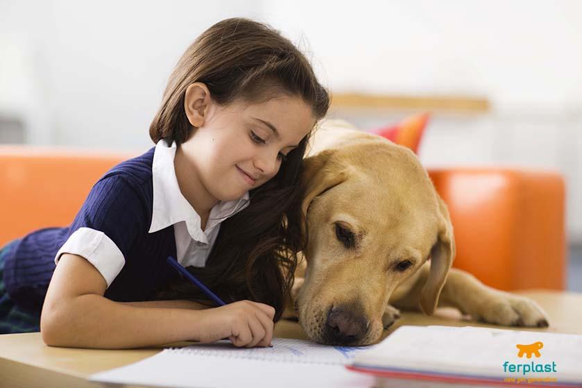 bambini_leggono_favole_cani_canile