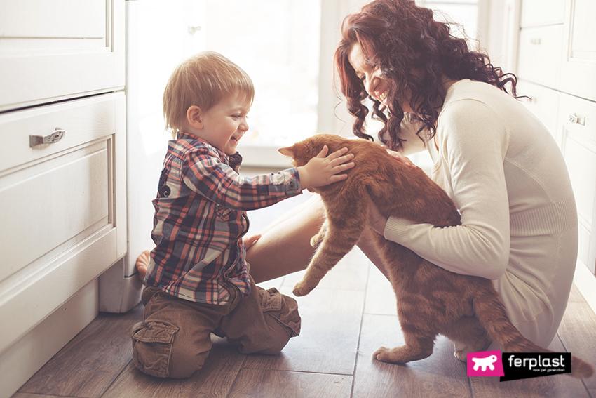 benefici_vivere_con_gatto_bambini